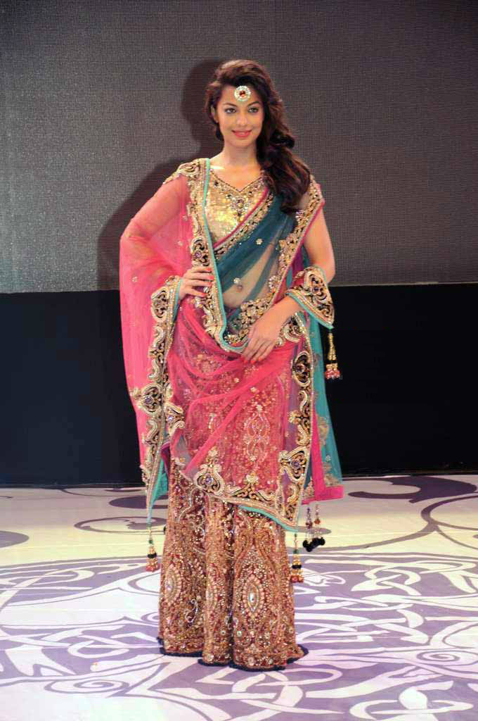 How To Wear Saree in Lehenga Style