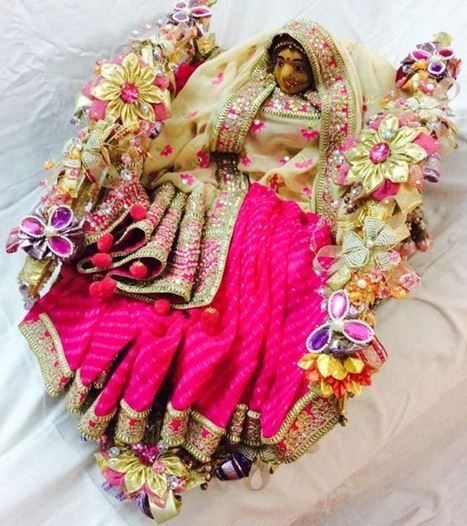 Do Saree Packing Decoration at Home