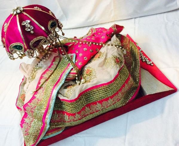 Wedding Gifts Packing Designs: Beautiful Saree Packing Styles